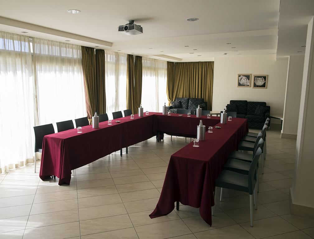 Sale meeting riunioni di lavoro villa cibele hotel catania - Divano a ferro di cavallo ...